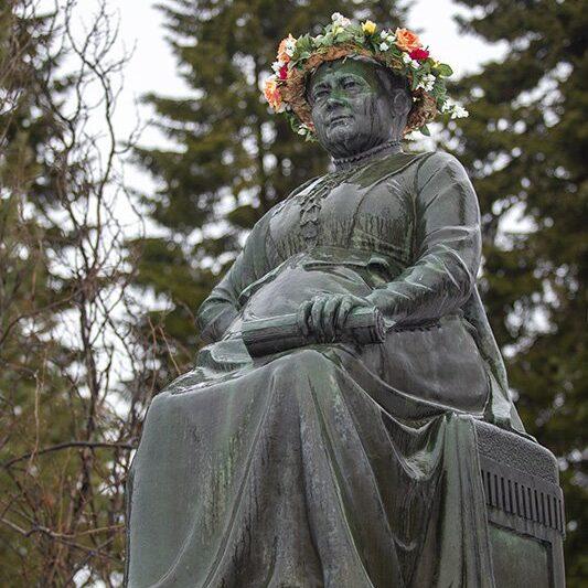 Minna Canthin patsas Kuopiossa